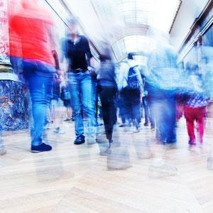 Rapporto Istat 2017: gente che cammina